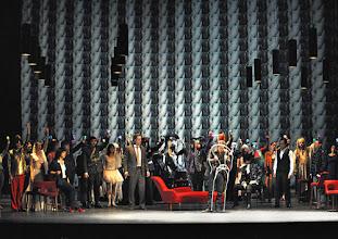 Photo: LES CONTES D'HOFFMANN im Theater an der Wien. Regie: Roland Geyer. Premiere: 4.7.2012. Foto: Barbara Zeininger