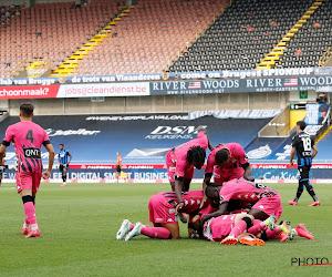 🎥 Charleroi-fans verzamelen buiten het stadion en gooien bommetjes en steken vuurwerk af
