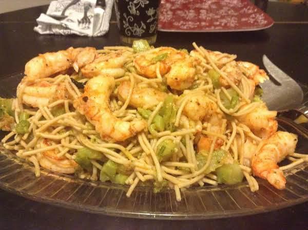 Garlic Shrimp With Broccoli Pasta