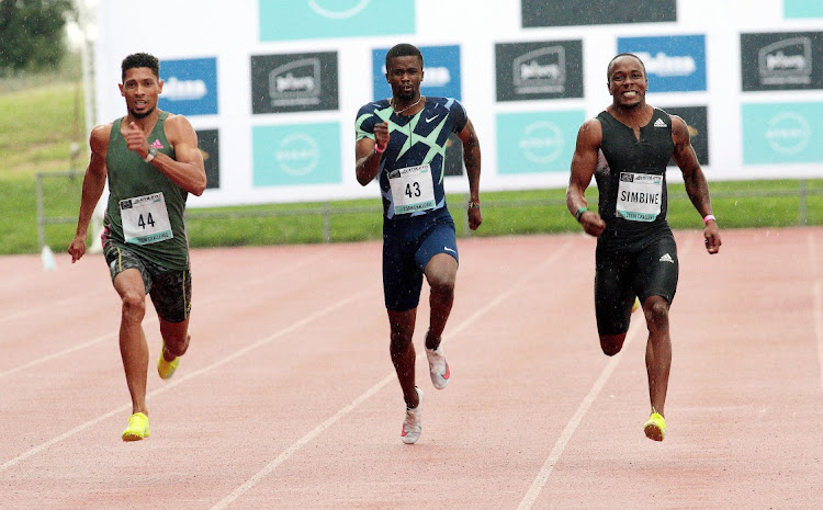 FILE IMAGE: Wayde van Niekerk, Anaso Jobodwana and Akani Simbine 200m sprint in the 2nd leg of the ASA Athletix Invitational Meet powered by AVANTI at Ruimsig Athletics Stadium, Roodepoort, Johannesburg.