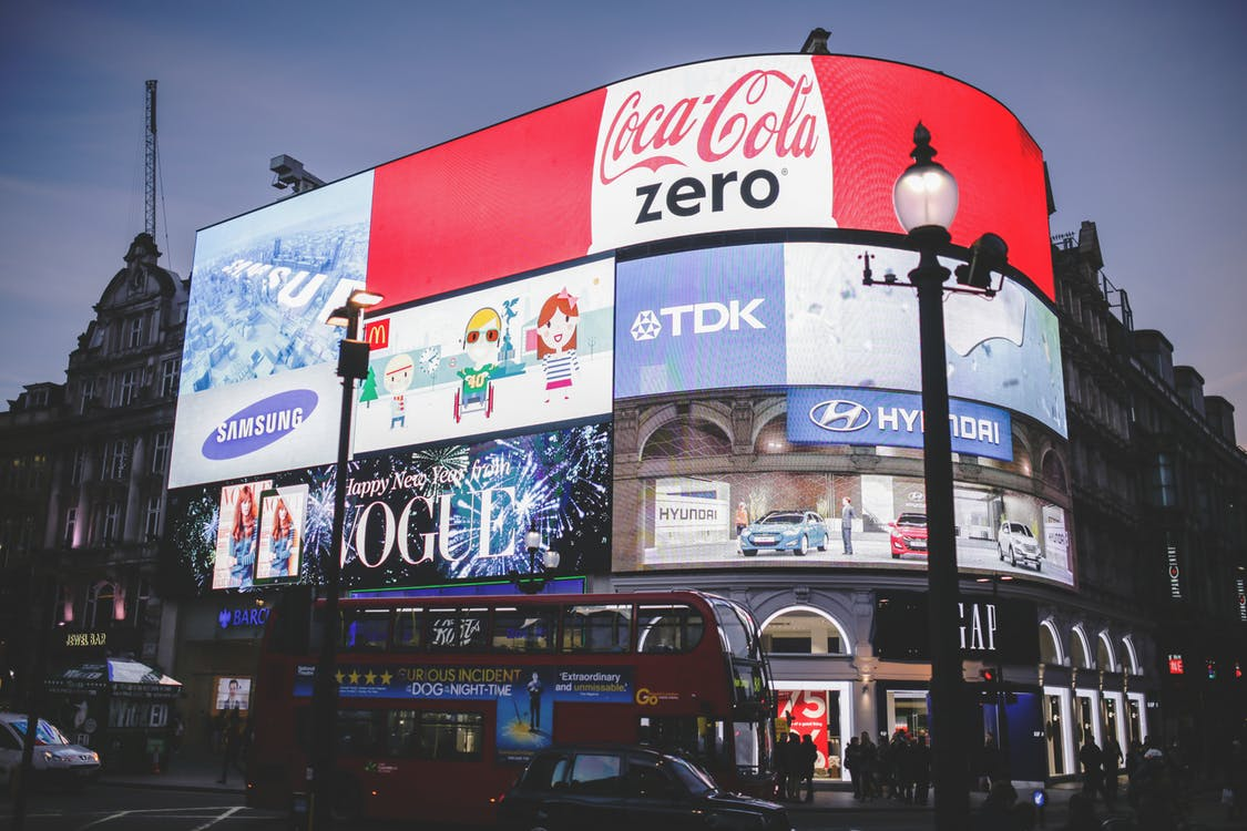 light-london-adverts-piccadilly-circus billboards best places to advertise your business