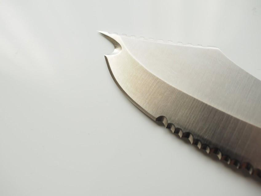 サカナイフの鋭い刃の先端