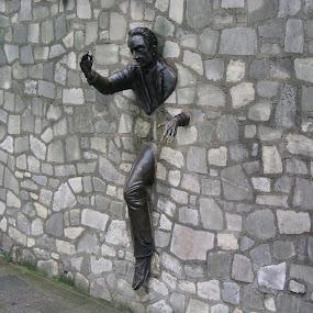 by Graham Sivills FBCS - Buildings & Architecture Statues & Monuments ( paris, statue, figure, montmartre, art,  )