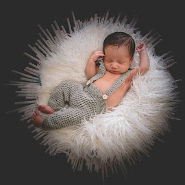 new born by May Evelene Bester - Babies & Children Babies ( baby boy, newborn shoot, baby, newborn, newborn photography, boy )