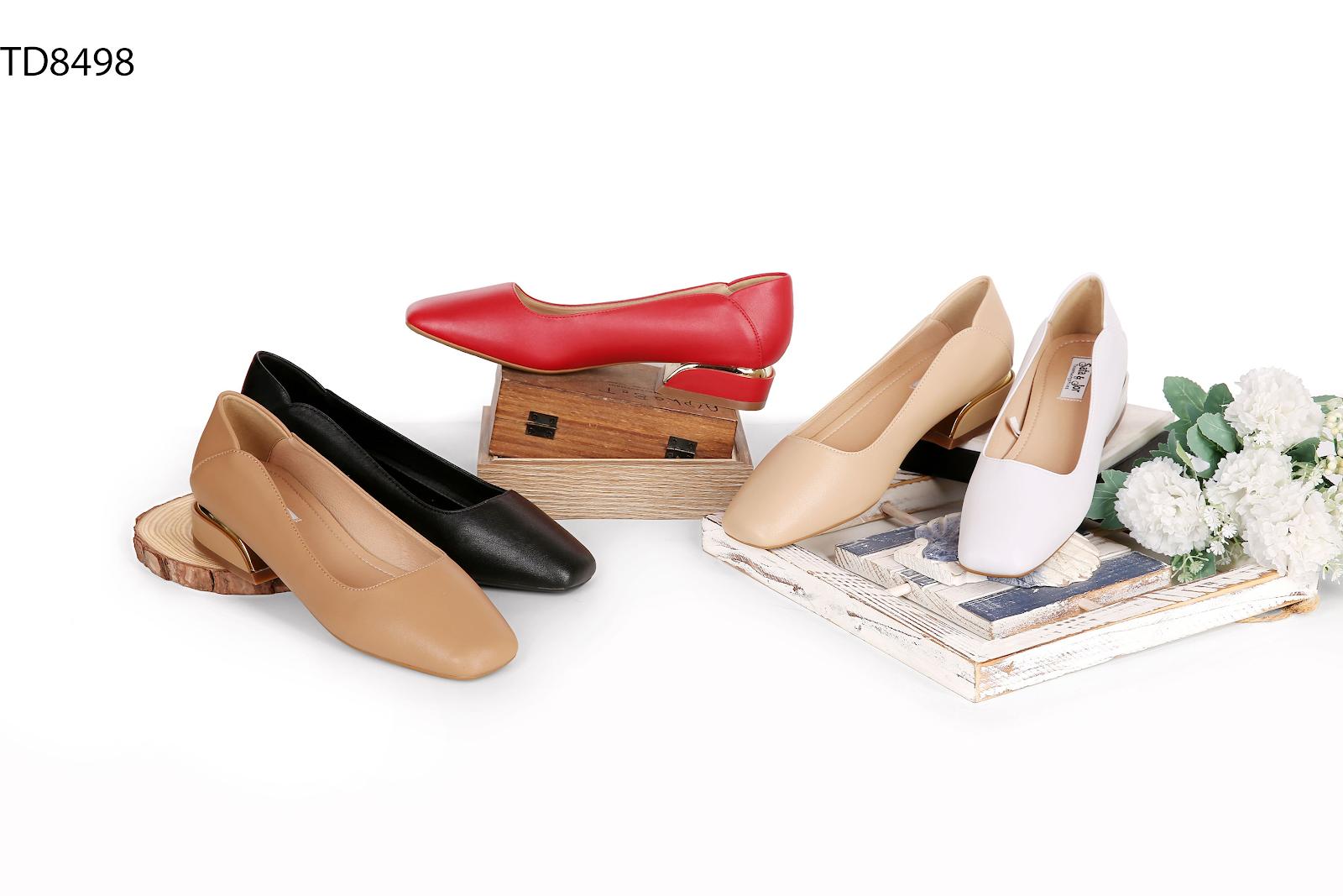 Thiên Hương có nhiều mẫu giày dép đẹp