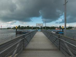 Photo: We wachten op de boot van Farge naar Bremen (voor de regen)