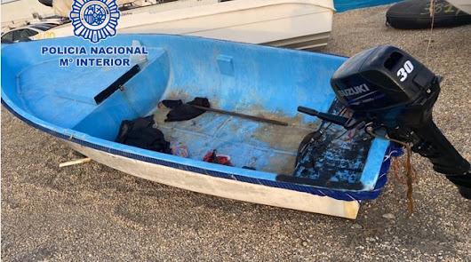 Detienen a dos patrones de una patera que llegó a Mojácar con 10 personas