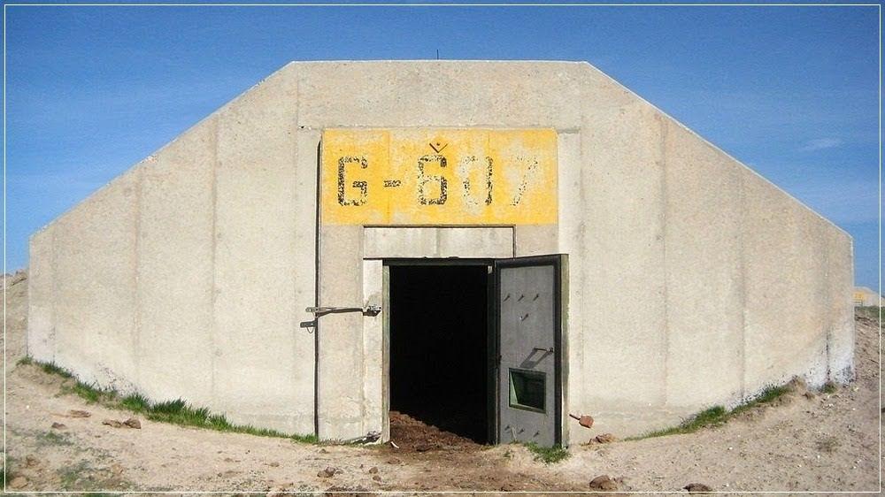 Entrada de um bunkers do Dia do Juízo Final em Dakota do Sul