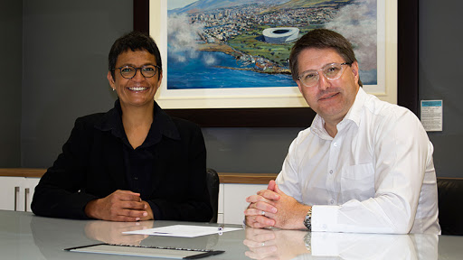 DEDAT deputy director-general Jo-Ann Johnston and economic development and tourism MEC David Maynier sign a pledge of support for the early-stage investment community.
