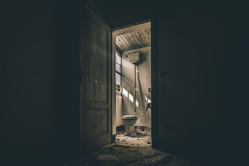 Che cesso di porta... Ah no, la porta del cesso.  di utente cancellato
