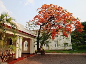 Photo: Victoria Falls -hotel entrance