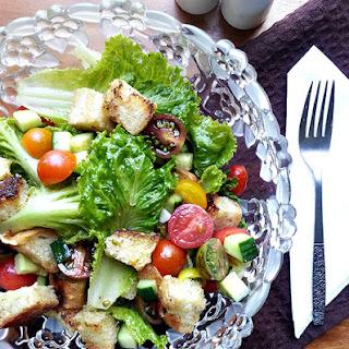 Tomato Cucumber Panzanella Salad