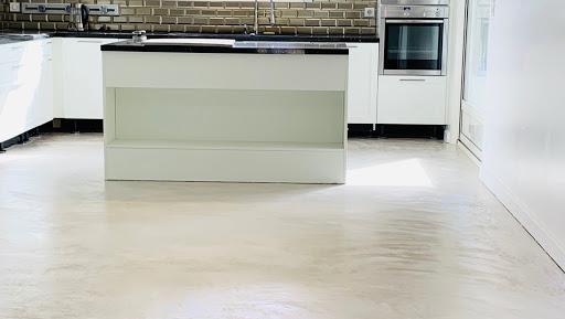 sol de cuisine en béton ciré