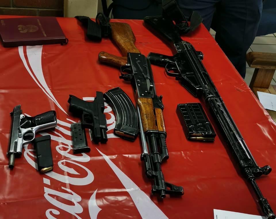 KZN-polisie is deur roubeklaers aangeval tydens die begrafnis van die vermeende dwelmhandelaar - SowetanLIVE