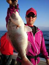 Photo: 本命!真鯛キャッチ!・・・転勤をブッちぎって、そのまま長崎にいて下さいよー! 「アホかっ!そんなことしたら首切られるわっ!」