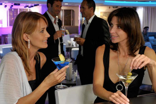Le-Lyrial-cocktail-lounge.jpg - Relax with a cocktail and meet new friends on Ponant's Le Lyrial.