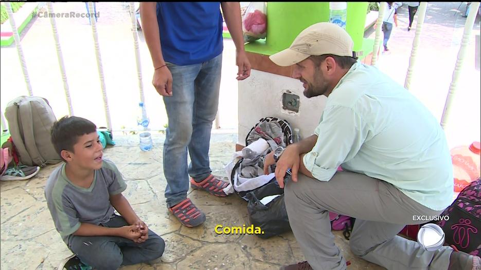 Numa conversa emocionante, o filho de um imigrante confessa que o mais sente falta é da comida, Câmera Record