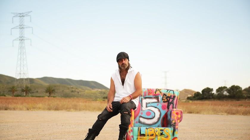 Miguel Campello posa para su álbum \'5\'.