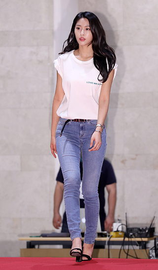 seolhyun jeans 14