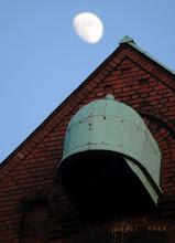 Photo: Hamburg Hafencity mit Mond