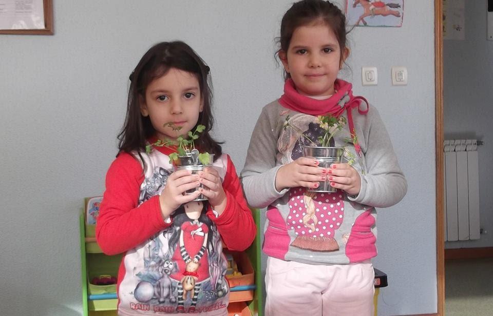 Crianças plantam horta de aromáticas na Misericórdia de Lamego