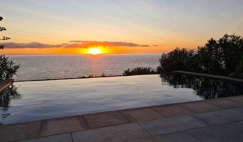 Propriété avec piscine en bord de mer Sari-Solenzara