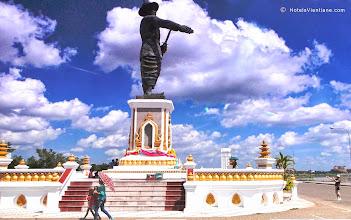 Photo: King Settathirath Statue Vientiane