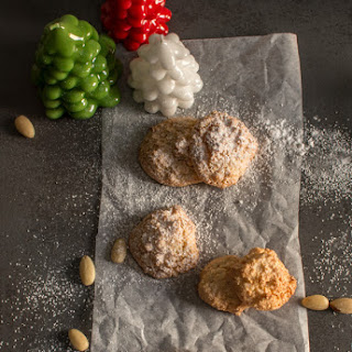 Amaretti Cookies Italian Almond Cookies.