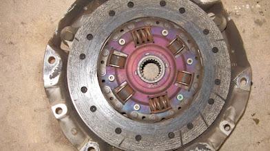 Photo: Oude koppelingsplaten, goed gebruikt zeg maar ... Foto met dank aan http://www.mx5freaks.nl/