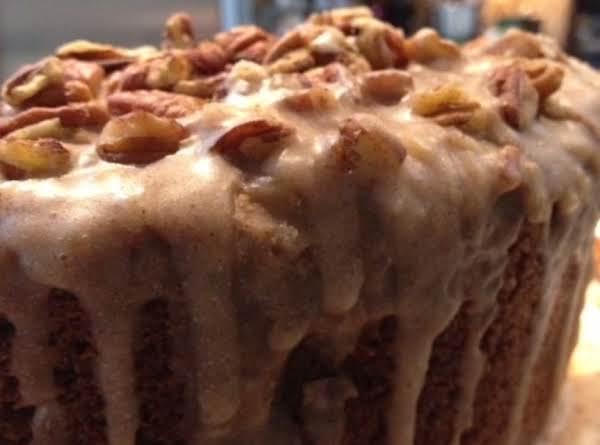 Apple Cinnamon Pecan Cake