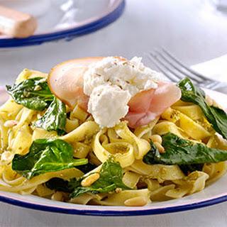 Tagliatelle Genovese met spinazie, rauwe ham en ricotta