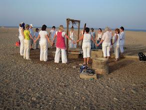 Photo: Wasserheilungszeremonie in der Wüste