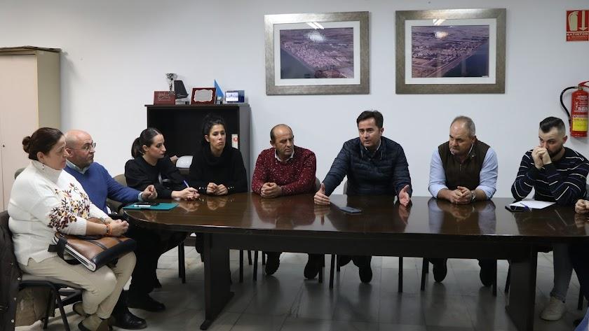 Reunión de los representantes del Ayuntamiento, la Junta Local y los vecinos del núcleo de Balerma y Guardias Viejas.