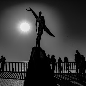 The shadow of the surfer by Ana Paula Filipe - Black & White Street & Candid ( surfer, shadow, statue, people, sea )