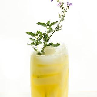 Honey Bourbon Lemonade {Refined Sugar-Free} Recipe