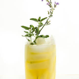 Honey Bourbon Lemonade {Refined Sugar-free}.