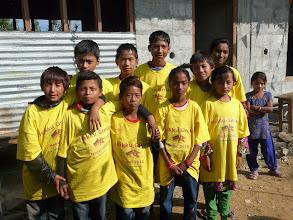 """Photo: Unsere """"Hakku Group"""" T- Shirts wechseln die Besitzer."""