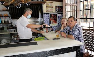 En imágenes: ¡Por fin! Vuelven las barras de los bares