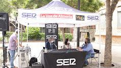 Alfredo Casas con los invitados Magdalena Cantero y Juan de la Cruz Belmonte.