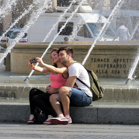 LOVE IS IN THE AIR by Riccardo Schiavo - People Street & Candids (  )