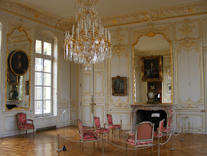 Photo: The château houses the Ile de France Museum, including rooms and furnishings such as these.