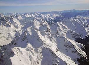 Photo: Lignes des sommets Nord - Sud bordant la vallée du gave de Brousset: Au centre le Lurien 2826m,  puis pic de Sobe 2624m, et pic de Soques 2692m. Pics de l'Enfer en arriére plan (en Espagne)