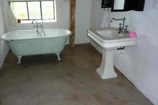 pièce eau sol beton cire