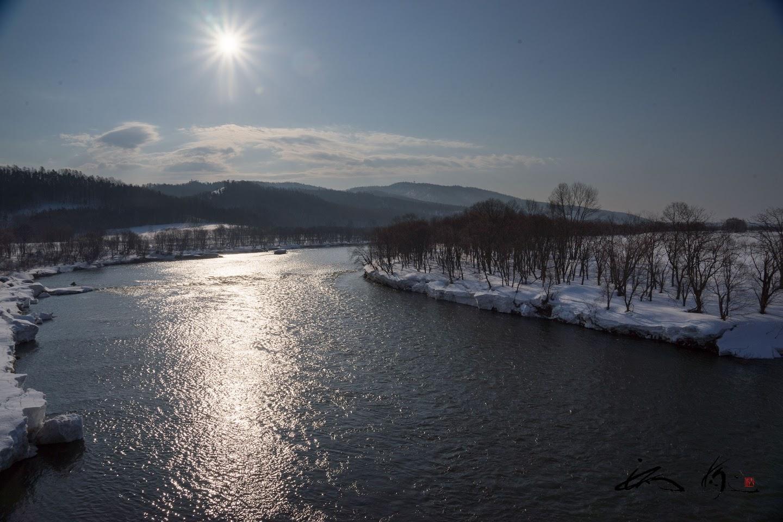 天塩川に昇る朝陽