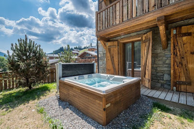 ENCHANTING CHALET WITH JACUZZI IN LES GETS