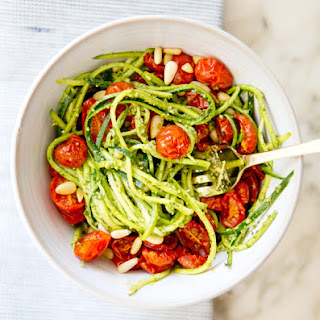 ZUCCHINI NOODLES WITH PESTO AND ROASTED TOMATOES.