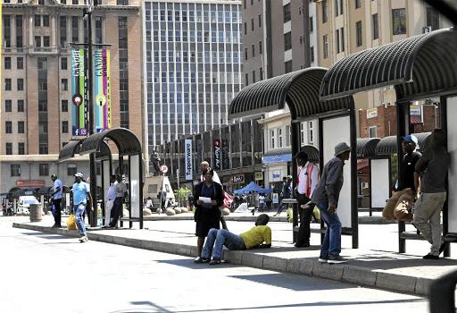 Intimidasie op Gandhi-plein terwyl die staking van Metrobus voortduur - SowetanLIVE
