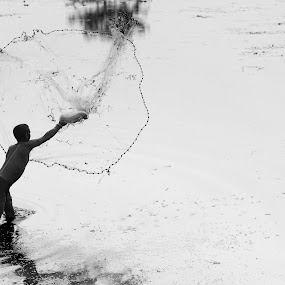 Fishing net by Bishal Ranamagar - People Street & Candids ( fishing net, fisher, fishing, net, nepal,  )