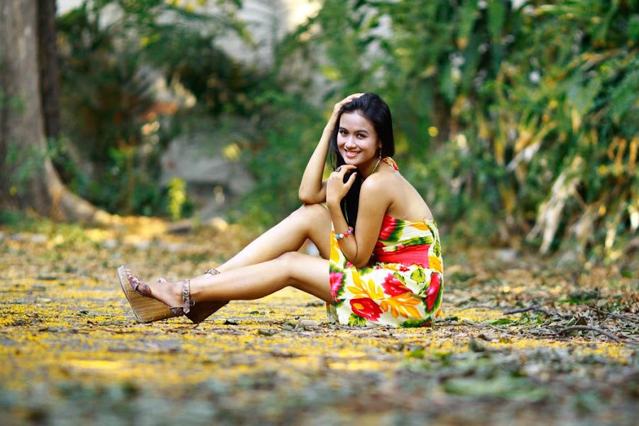 Smile by Wahyu Budiyanto Toak - People Portraits of Women
