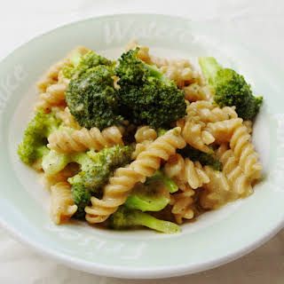 One Pot Cheesy Broccoli Pasta.